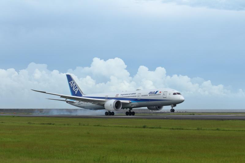 宮崎空港に今日やって来たボーイング787-9型の飛行機