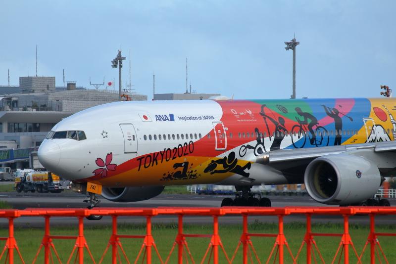 宮崎空港にまたやって来たANA東京2020特別塗装飛行機がやって来た。
