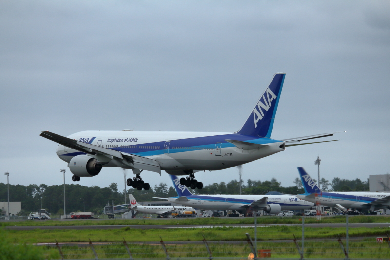 宮崎空港にトリプルセブンが3機も揃った