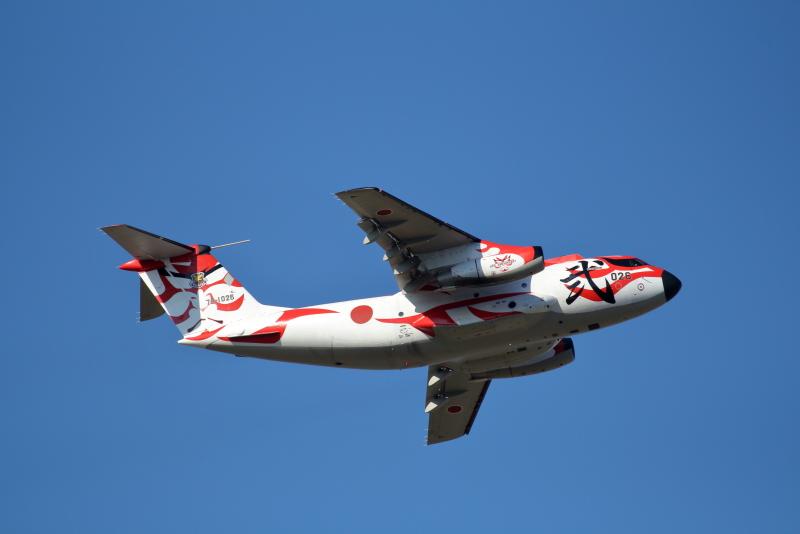 歌舞伎塗装のC-1輸送飛行機が新田原基地にやって来た