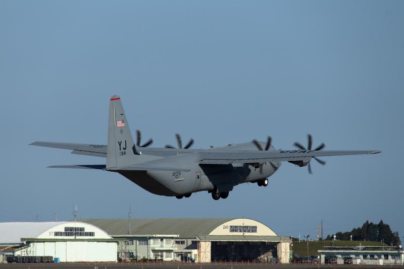 アメリカ空軍C-130輸送機が新田原に来ていた。