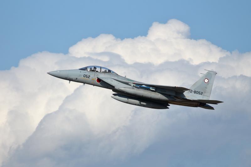 新田原基地で訓練にいそしむF-15戦闘機