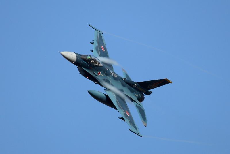 築城基地から新田原エアフェスタ2018に飛来したF-2戦闘攻撃機