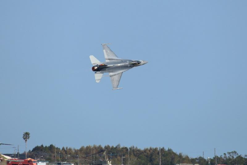 新田原基地に飛来しているアメリカ空軍F-16戦闘機