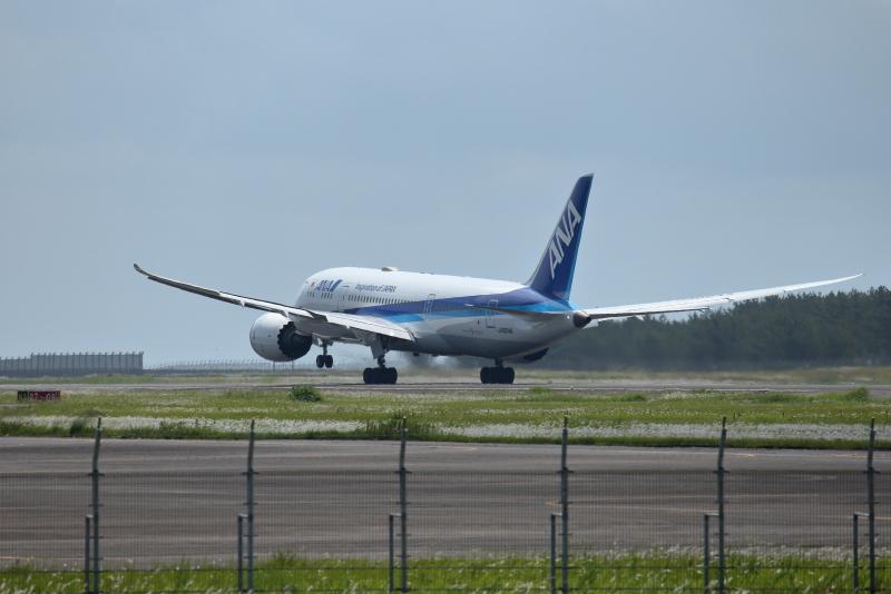 宮崎空港を離陸するB787型飛行機