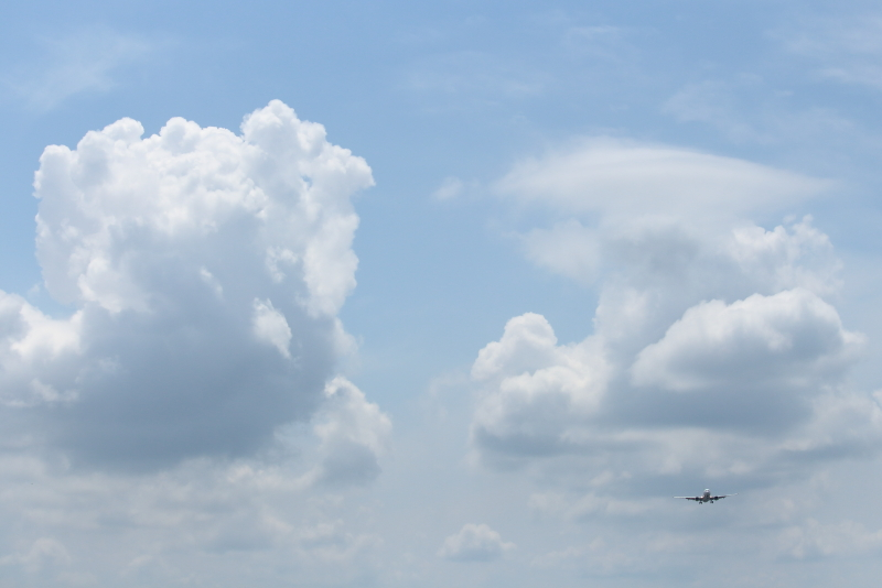 宮崎空港周囲におもしろい形の雲がワクワク。