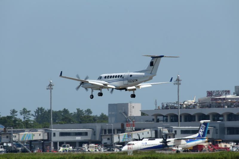 グアムから宮崎空港に降り立ったN929TW双発機