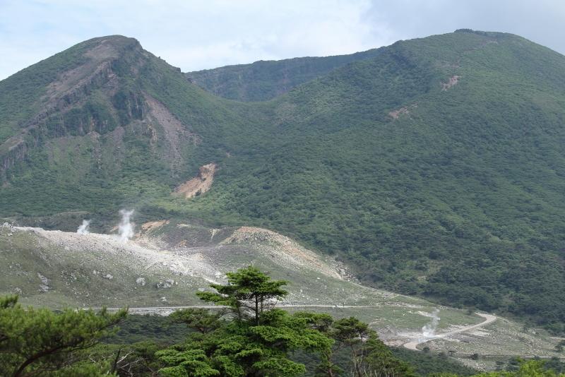 二湖パノラマ展望台からの展望は韓国岳や白紫池、六観音御池が開ける