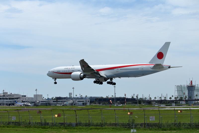 2020年7月2日、新しい政府専用機が宮崎空港にやって来た。たぶん2番機。タッチアンドゴーを4回行い帰って行った。嬉しいかぎりだ